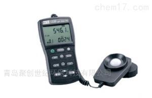 TES-1339 手持式专业级照度计